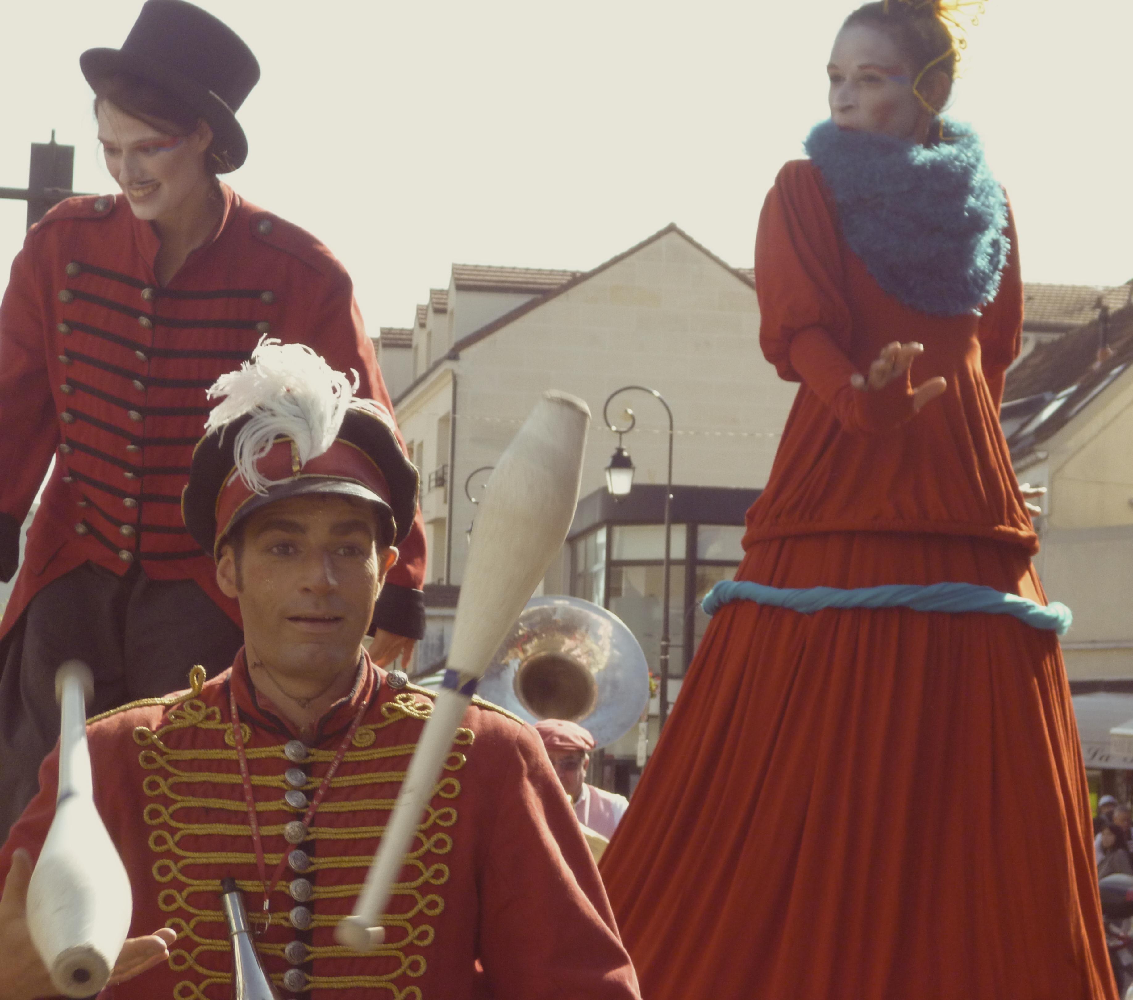 Frieda BK, Noliv', & Johanna Rebolledo - Echasses, monocycle, jonglage