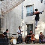Frieda BK - Trapeze performance at Chalon dans la Rue